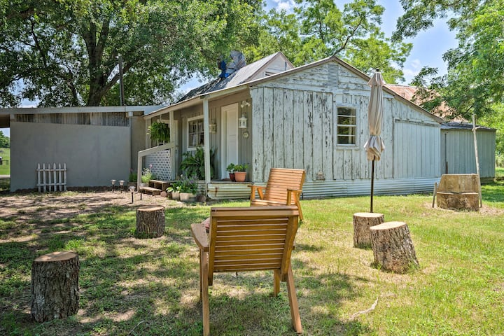 NEW! Farmhouse on Pecan Orchard, 40 Mi to Austin!