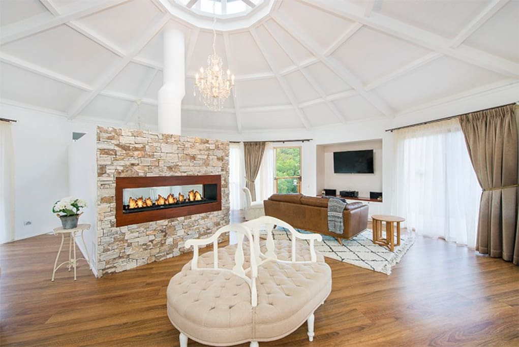 Gorgeous gas fireplace surrounding the spa bath ..indulge in a bubble bath to the sounds of a crackling fire in the background