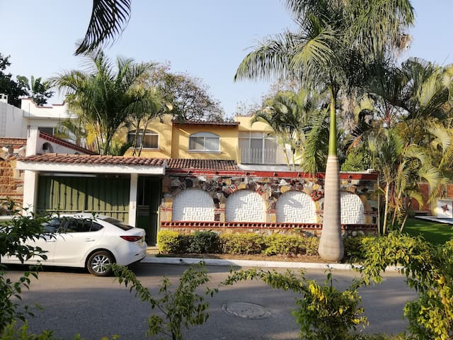 Casa en Cuernavaca cerca de Jardines de Boda