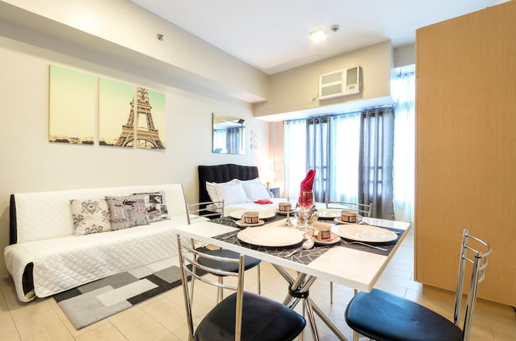 Modern Furnished Condo - Eastwood with NETFLIX