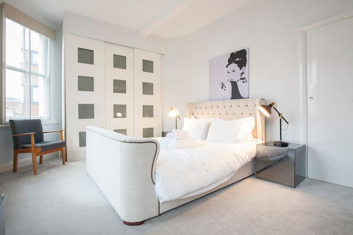 Wonderful 3brm in Notting Hill