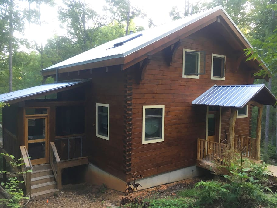 Beautiful, hand crafted, custom log cabin. 2 full bedrooms plus loft, sleeping nook and basement.