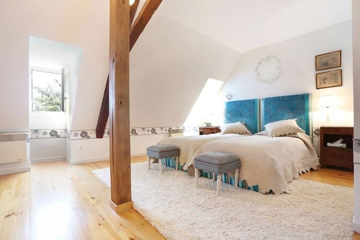 Triple single room
