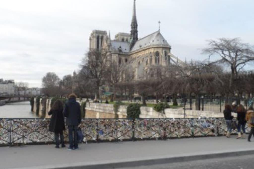 Pont des Arts - 3min walk