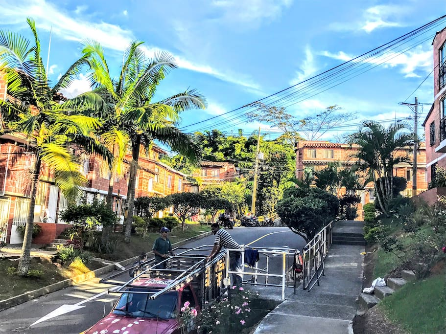 It's a very nice and safe place , has vigilance 24 hours, is located at sur of Medellin Colombia, near Itagui Antioquia. COZY Townhouse in Medellín Ant. San Antonio de Prado