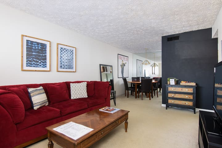 Enjoy Broadway from this beautiful Music Row Apt!
