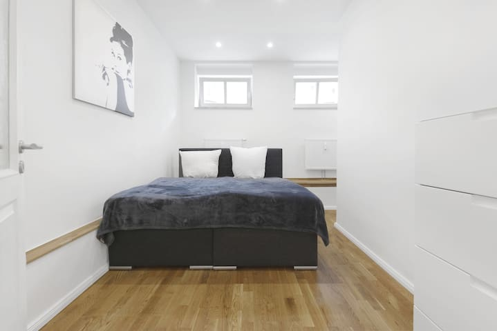 Bedroom 2 Boxspring bed