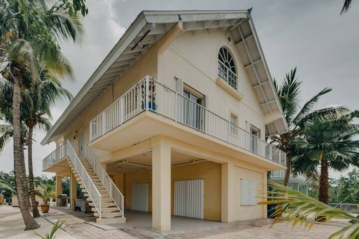 Dog-friendly house w/dock & cleaning station - near canals & parks