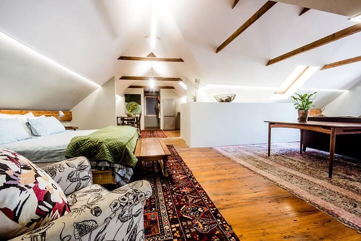 Studio 4, rooftop apartment, central Stellenbosch