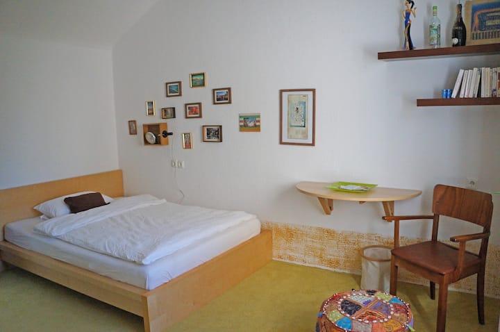 Gemütliches Zimmer mit guter Anbindung