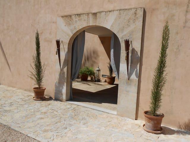 Suite Pardo mit Terrasse im Fincahotel Es Llobets