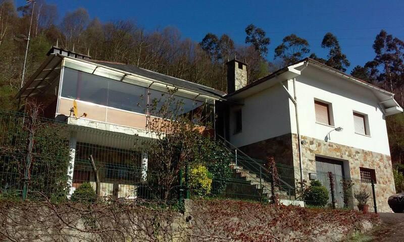 Preciosa casa con jardin y barbacoa - Luarca - Hus