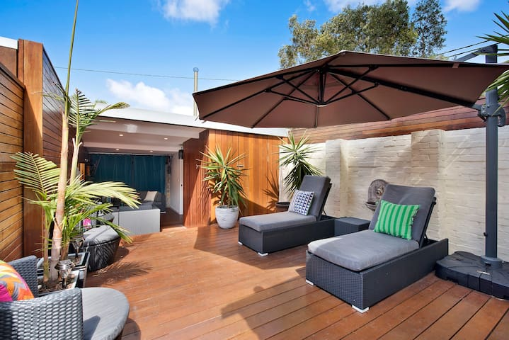 Beautifully Presented Private Terrace Home - Zetland - Casa