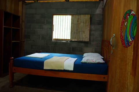 Madroñal Double Room_WIFI, shared kitchen & bthrom