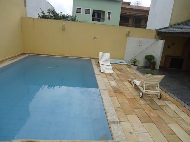 Casa com Piscina em Condomínio à Beira Mar