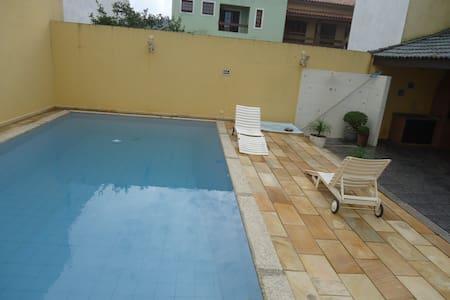 Casa com Piscina e Wi-Fi em Condomínio à Beira Mar