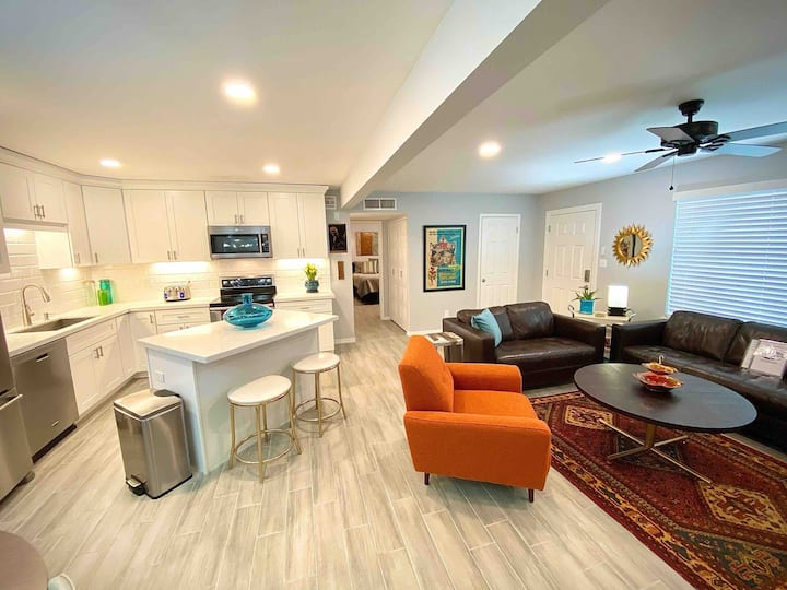 THE HOLLYWOOD~Tempe 2BR home near Air/ASU~King Bed