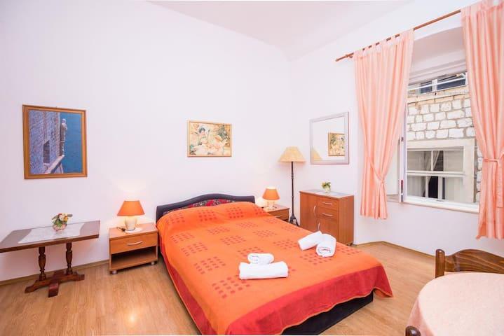 Ana's Apartments - Comfort Studio Apartment