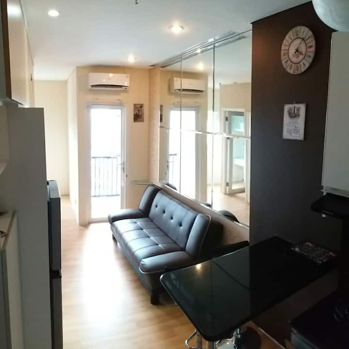 Cozy fully furnished apartment on 21st floor