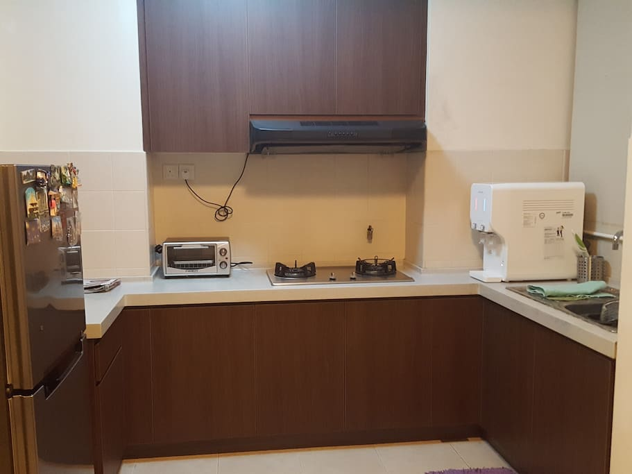 Kitchen with complete amenities