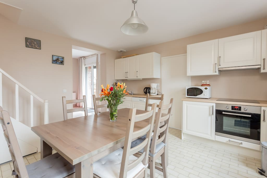 espace cuisine salle à manger- gîte le camélia