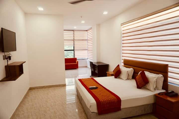 Luxury stay in budget in Peaceful Delhi Location.