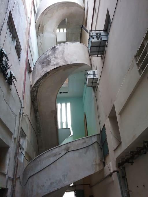 Edificio con escalera de caracol, único arquitectónicamente