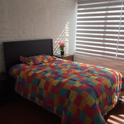 PRIVATE ROOMS - BEAUTIFUL! FREE WIFI - GARAGE