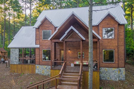 BRAND NEW 5 Bdrm Luxury Cabin Sleeps 20 * 5 STARS