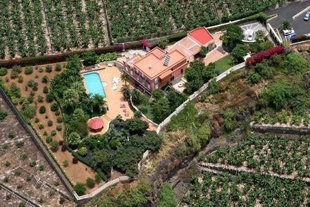 Villa Three Wishes, Large Villa in a fenced garden