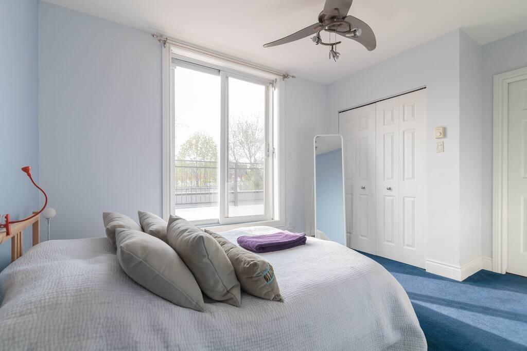 Chambre salle de bain priv e appartements louer for Chambre avec bain tourbillon montreal
