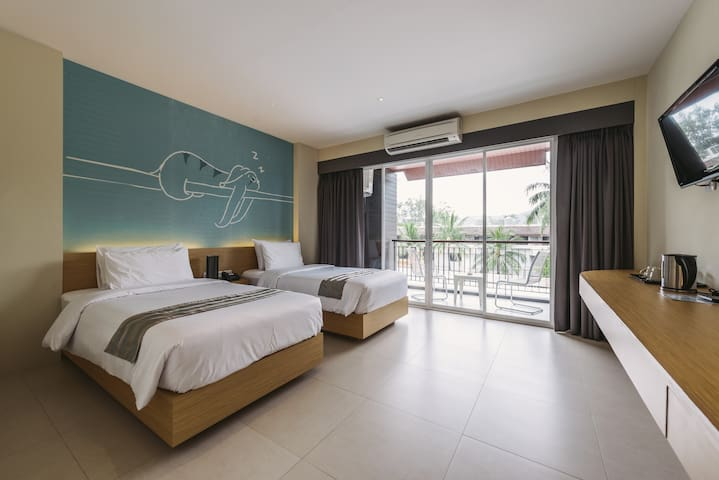 28 SQ.M / Twin Bed / 30 metres to Patong Beach
