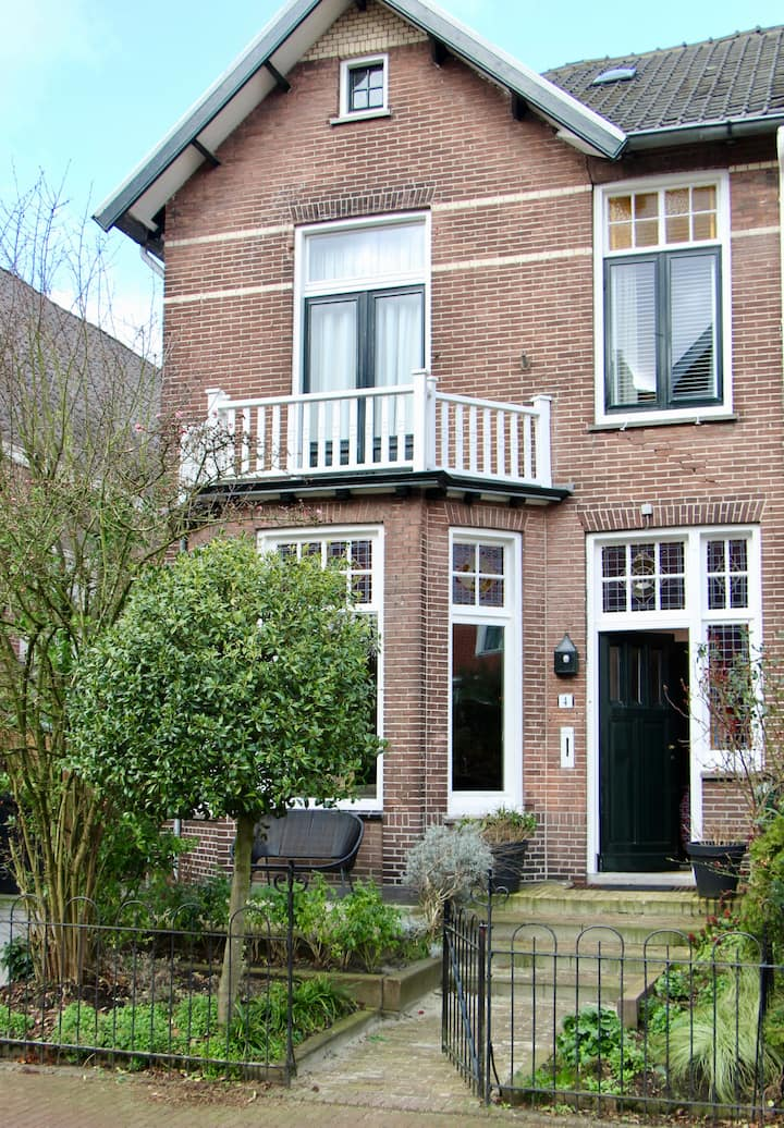 Stylish family home, 20 minutes from Amsterdam