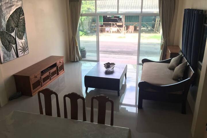 Krabi Town House Sleeps 10 With Kitchen