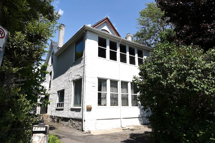 Waterfront 6 Bedrooms Home In LaSalle, Montreal