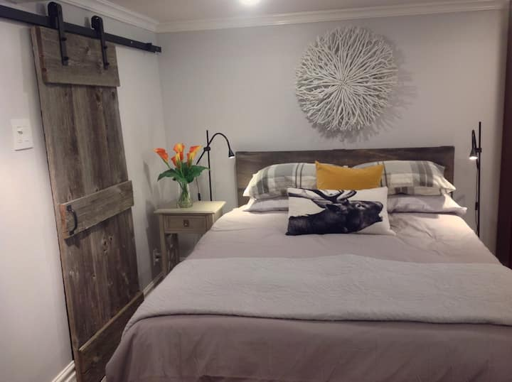 Toronto Cozy West End Apartment - 11 km to Airport