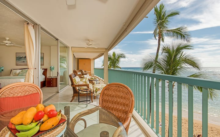**Professionally Sanitized*Beachfront Condo w/Lanai+Ocean Views+Free Parking! - San Souci Beachfront 1 BDR Overlooking Kaimana Beach 1B