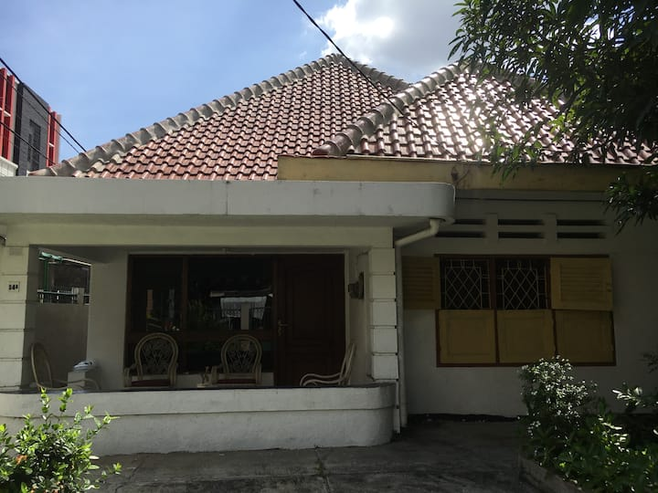 vintage house near JIexpo and Monas