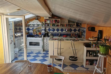 Chambre dans maison atypique, près du Beaujolais