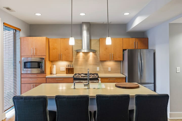 Family friendly best OTR Location PrivateTownhome