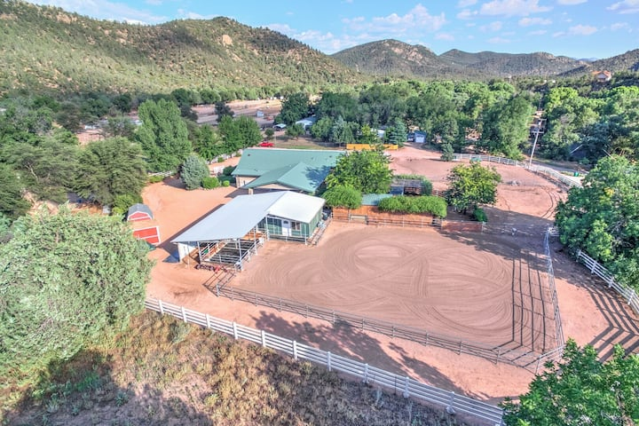 Mt Guesthouse w/2 HORSE STALLS; Sleeps 4; Tack Room; Mogollon Rim Views; Trails