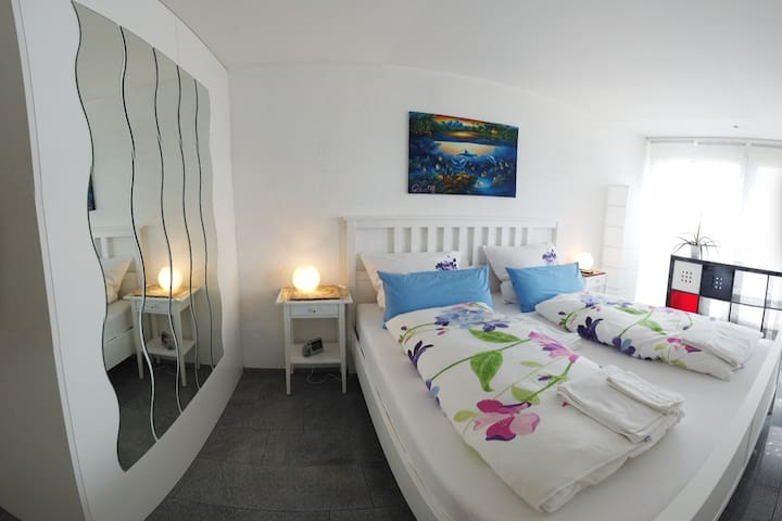 Cosy sleeping room with large bed (180x200 )an TV