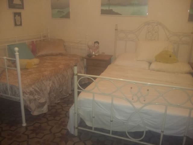Lucky No  13 - Ground floor Bedroom for 4 persons. - Sliema - Hus