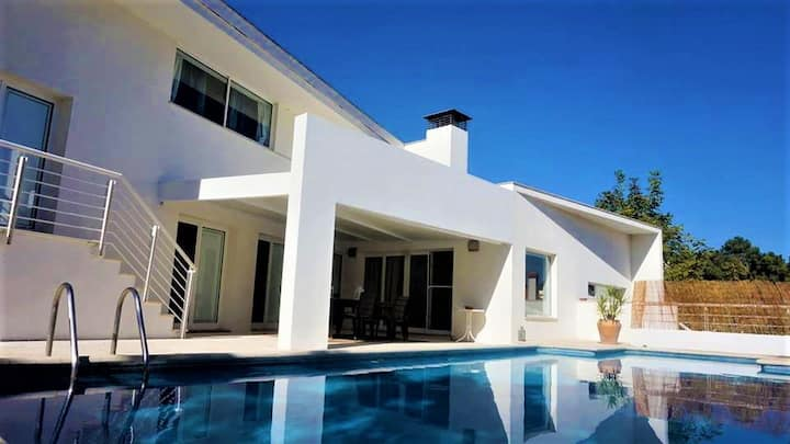 Verdizela Villa w/ Pool and Beach