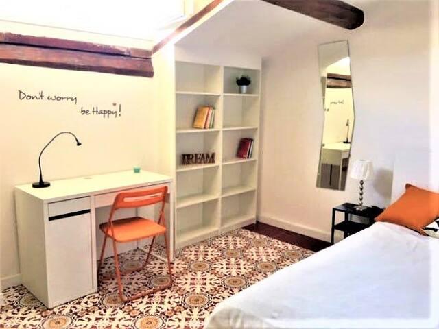 New and comfortable single room in attic, Statuto