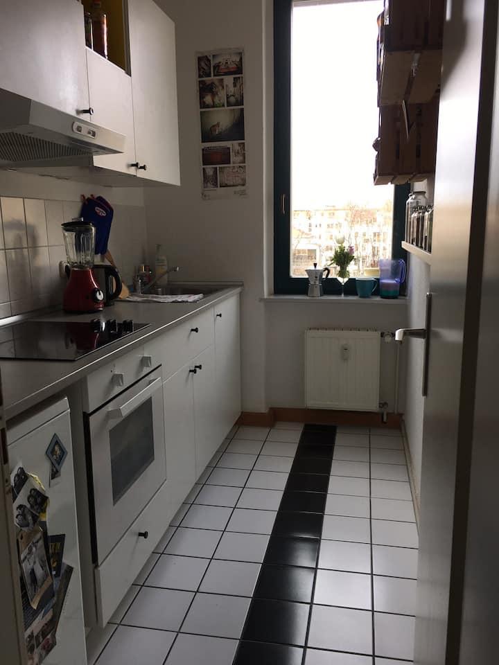 Zimmer in Altbauwohnung im Szenviertel Neustadt