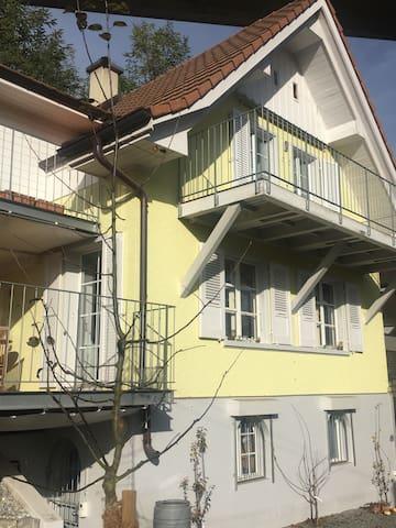 Kleines, gemütliches Zimmer in schönem Haus