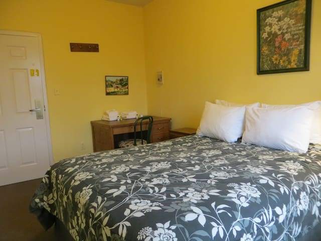 Queen Room at the CB Hostel! - Crested Butte - อพาร์ทเมนท์