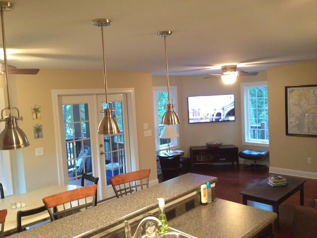 Cozy Lake House private and relaxing sleeps 6-8 - Anderson - Casa