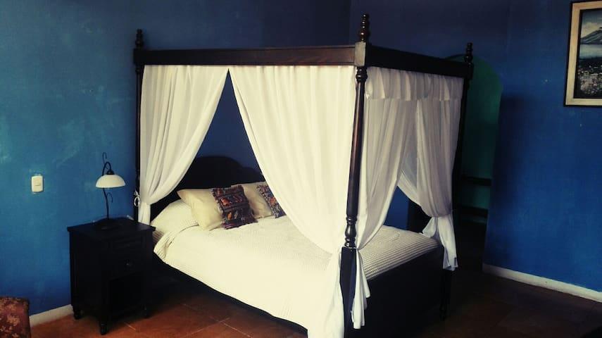 Blue Mayan B&B (Atitlan Room) - Panajachel - Bed & Breakfast